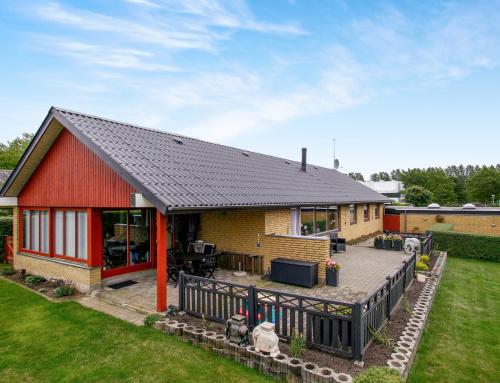 Nyt Bølgeeternittag blev monteret i Havdrup på Midt Sjælland