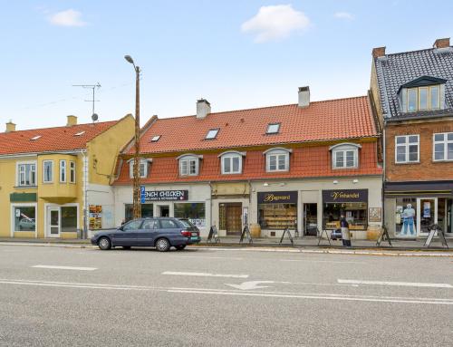 Butiksejendom i Bagsværd fik lagt nyt Tegltag og nye kviste
