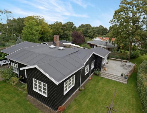 Bjælkehuset i Lyngby fik lagt et nyt tag med tagpaplistdækning