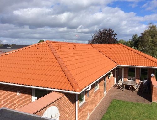 Villaen i Aalborg fik renoveret det eksisterende tag. (Teglrød)