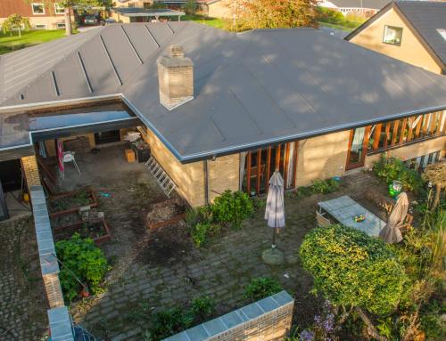 Villaen i Kolding fik lagt et nyt tag med tagpap listedækning.