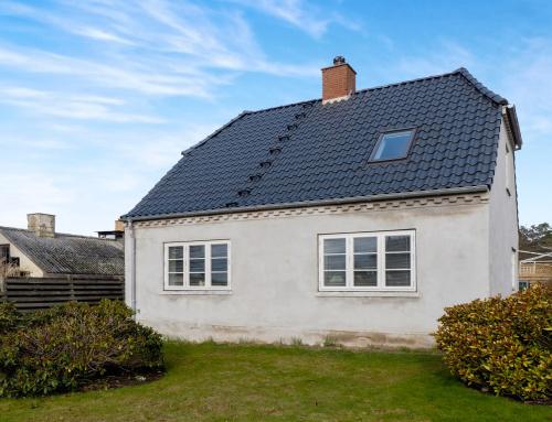 Huset i Frederiksværk fik lagt et nyt tegltag  (Se før og efter billeder)