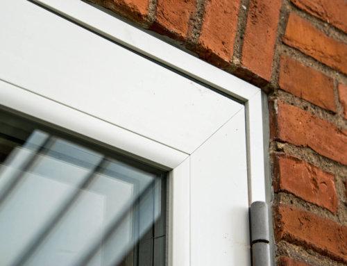 Villaen i Kokkedal fik monteret nye vinduer og døre