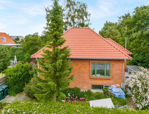 Huset i Søborg fik lagt et nyt tegltag og huset fik også nye zinktagrender.