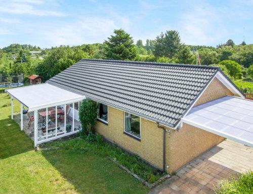 Huset i Odense fik lagt et nyt Betontegl tag, huset fik også monteret nye metaltagrender.