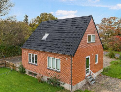 Villa i Skørping fik nyt AeroDek Tradition tag (Decra Classic)