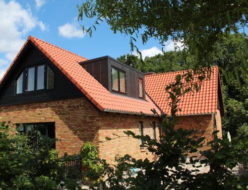 Huset i Højbjerg fik lagt nyt flot naturrød tegl på.
