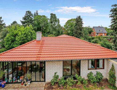 Villa i Albertslund fik nyt AeroDek (Decra) tag